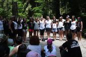 Gosti na kampu_folklorna grupa